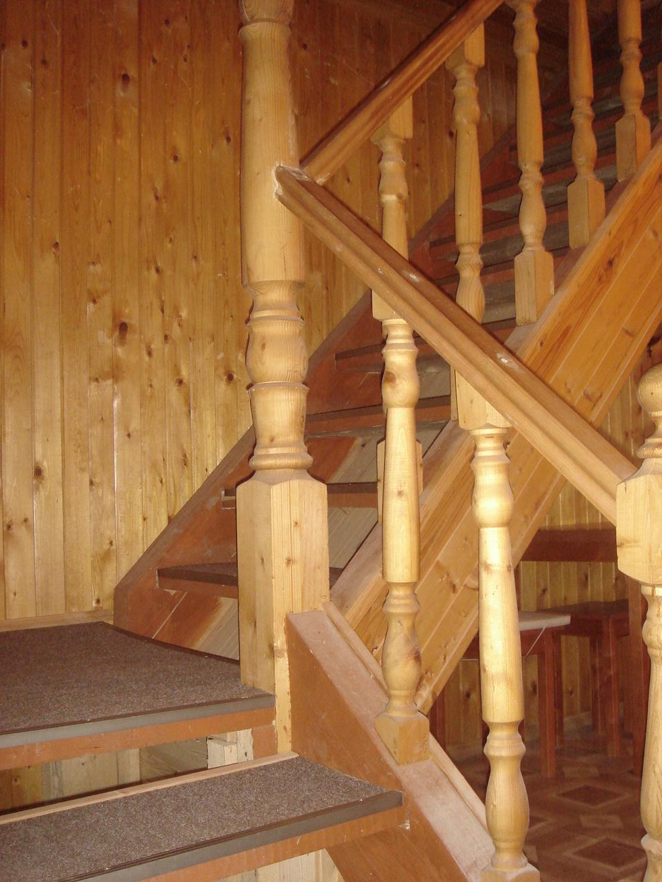 Лестницы на второй этаж на дачу 141